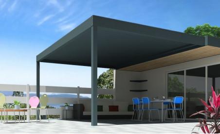 Pergola bioclimatique h3 titan pose mur/sol grise avec lames orientables perpendiculaires à la façade