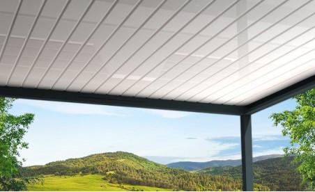 Pergola bioclimatique h3 titan pose mur/sol grise avec lames orientables perpendiculaires blanches vue de dessous