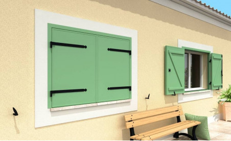 Volet battant isolé en aluminium deux vantaux sur pré-cadre vert pâle ral6021 structuré